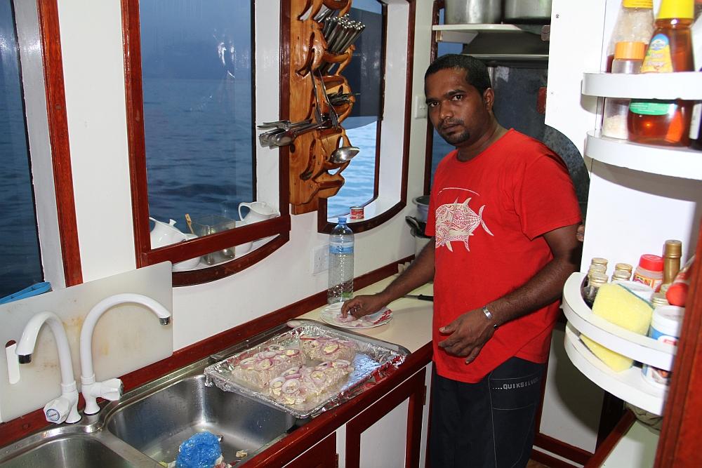 Siva zauberte täglich köstliche Fischgerichte in der Bordküche