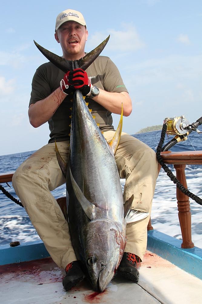 Der erste Fang beim Trolling - Yellowfin Tuna - 30 kg